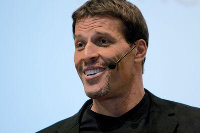 Тони Роббинс - человек, который за ваши деньги расскажет, как добиться целей и стать успешным
